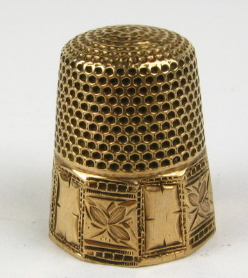 Antique Victorian Collectible Yellow Gold Etched Floral Sewing Thimble