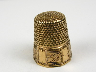 Antique Victorian Collectible Yellow Gold Etched Floral Sewing Thimble 1