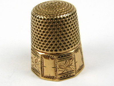 Antique Victorian Collectible Yellow Gold Etched Floral Sewing Thimble 2