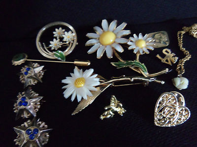 Vintage/Antique/Costume/ Jewlery lot signed/unsigned, 1 necklace, 11 pins