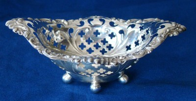 ANTIQUE PIERCED SOLID STERLING SILVER Bon BOWL NUT DISH candy BOWL PIN CUSHION