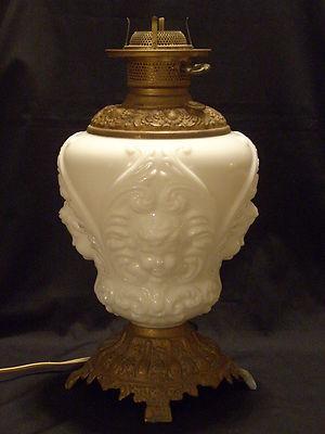 VINTAGE ANTIQUE MILK GLASS CHERUB BABY FACES TABLE LAMP SPELTER BASE WORKS