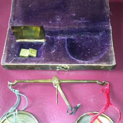 ANTIQUE SCALES APOTHECARY MEDICINE VELVET LINED BOX