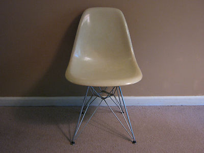 Herman Miller Eames side shell chair on Eiffel base. RARE  Venice red label