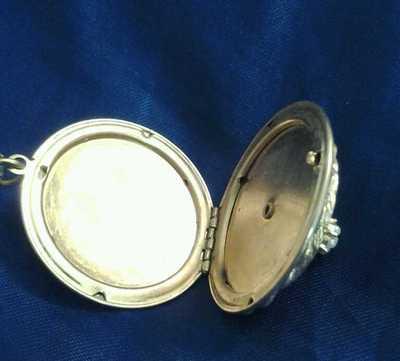 Antique Locket 1910-30 Era Collectible 1