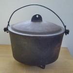 Large Vintage Antique Footed Cast Iron Pot Kettle Cauldron With Lid RB 2778