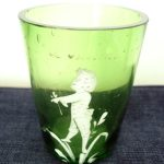 ANTIQUE MARY GREGORY STYLE GREEN BOHEMIAN CAMEO YOUNG BOY GLASS TUMBLER