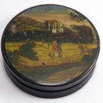 FINE ANTIQUE GEORGIAN PAPIER MACHE SNUFF BOX EXTENSIVE LANDSCAPE WITH FIGURES