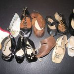 MIXED LOT ANTIQUE DOLL SHOESSINGLES FOR PARTS, PATTERN, DISPLAY