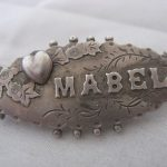 ANTIQUE EDWARDIAN 1907 CHESTER SILVER CHRISTENING NAME MABEL BROOCH