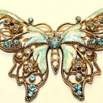 Vintage / Antique Brooch Pin 2.5×1.5inch goldtone butterfly marked avon