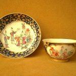FINE ANTIQUE 18TH CENTURY QING CHINESE FAMILLE ROSE PORCELAIN TEA BOWL & SAUCER
