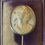 VICTORIAN 9CT GOLD LAVA CAMEO STICK PIN IN ANTIQUE BOX