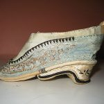 ANTIQUE HAND EMBROIDERED SILK FOOT BINDING CHINESE LOTUS SLIPPERS SHOES